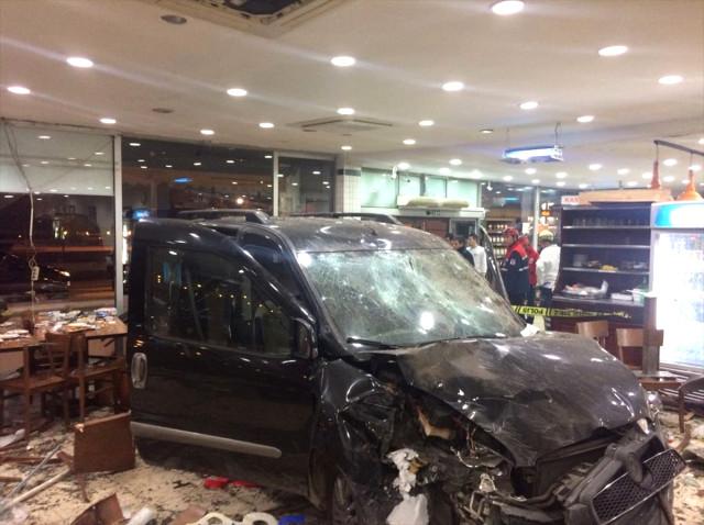 Ünlü Köftecide Dehşet 2'si Ağır 9 Müşteri Yaralı