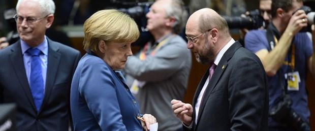 Schulz'lu Sosyal Demokratlar, Merkel'in Birlik Partilerini geride bıraktı