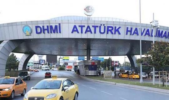 Atatürk Havalimanı'nda Taksicilerin Bıçaklı Kavgasında Kan Döküldü!