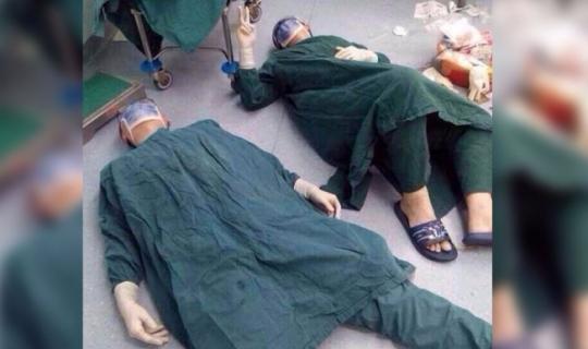 Çin'de 32 Saat Süren Beyin Tümörü Operasyonundan Sonra Cerrah Kendisini Yere Attı