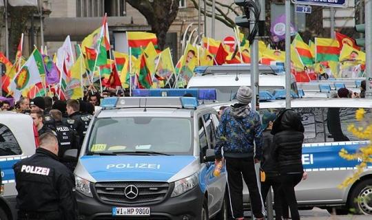 PKK Mitingine İzin Verdiler, Şimdi de Herşeye Göz Yumamayız Diyerek APO Posterleri İçin Harekete Geçtiler!