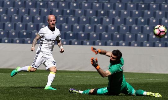 Fenerbahçe'den Gollü Prova! Hazırlık Maçında Ümraniyespor'u 4 Golle Mağlup Etti
