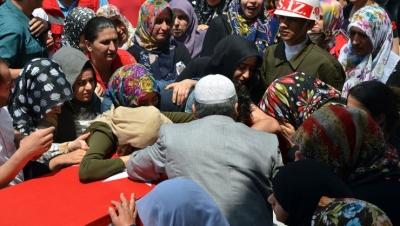 Adana Şehidini Uğurladı! Nişanlısı Tabutun Üstüne Kapanıp Feryat Etti