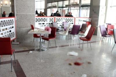 Afyon'da Devlet Hastanesi'nde Dehşet! 75 Yaşındaki Yaşlı Adam Genç Kadını Başından 3 Kurşunla Vurarak Öldürdü!