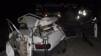 Afyon'da Korkunç Kaza! Otomobil İkiye Ayrıldı: 2 Kişi Öldü, 2 Kişi Yaralandı