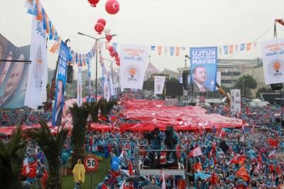 AK Parti'de Tarihi Anlar! Cumhurbaşkanı Erdoğan Dev Kalabalığın Karşısında Seçim Manifestosunu Açıklıyor