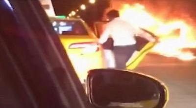 Alev Alev Yanan Araçtaki Sevgilisini Bırakıp Taksiye Binerek Kaçtı