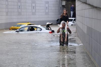 Ankara'da Sağanak Yağış Sadece 15 Dakikada Hayatı Felç Etti