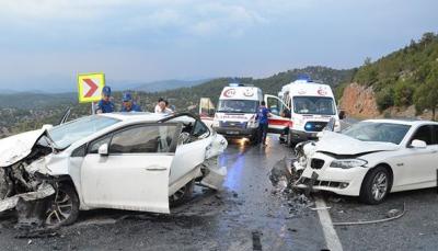 Antalya'da Can Pazarı! 6 Araç Birbirine Girdi, Çok Sayıda Yaralı Var