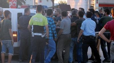 Antalya'da Kaza Sonrası Ortalık Karıştı! Polis Kavgayı Güçlükle Yatıştırdı