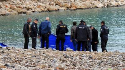 Antalya'da Korkunç Olay! Vücudunun Üst Tarafı Olmayan Erkek Cesedi Kıyıya Vurdu