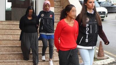 Arabada Suçüstü Yakalandılar: Kurban Olayım Kadınları Çekmeyin, Çocuklarım Var