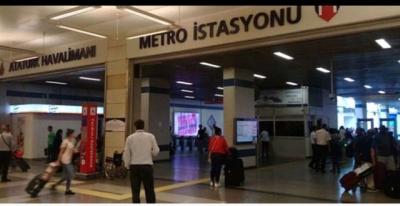 Atatürk Havalimanındaki Metroda Gaspçı Dehşeti! Kadını Vagona İtip Cüzdanını Aldılar!