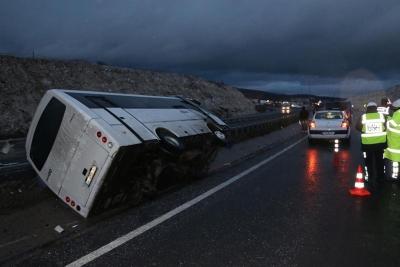Beşiktaşlı Taraftarları Taşıyan Otobüs Devrildi! 7 Yaralı