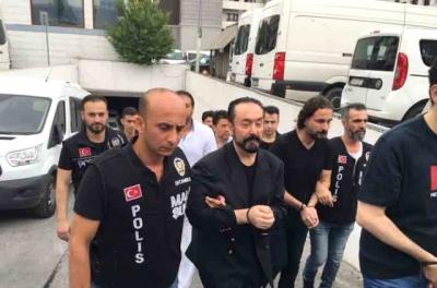 Bir Haftadır Gözaltına Bulunan Adnan Oktar ve 36 Şüpheli Adliyeye Sevk Ediliyor