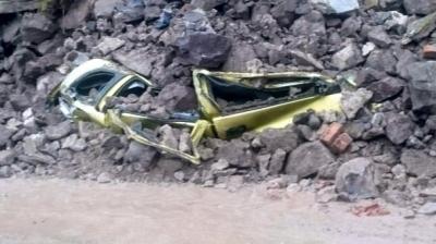 Bodrum'da İki Yerde Duvar Çöktü, 4 Otomobil Hasar Gördü