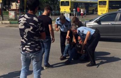 Bursa'da Tacize Uğrayan Genç Kızı Sapığın Elinden Zorla Aldılar