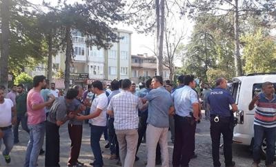Bursa'da Tehlikeli Gerginlik! Yan Bakma Kavgası Hastane Önüne Taşındı