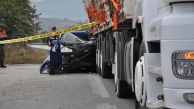 Bursa'da Trafik Kazası Yine Can Aldı! Otomobil TIR'a Çarptı: 1 Kişi Öldü, 5 Kişi Yaralandı