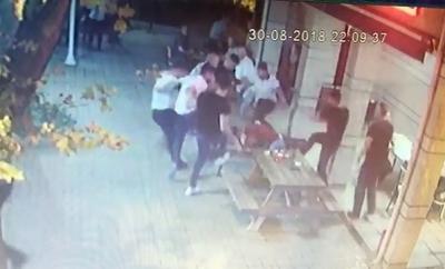 Cami Avlusunda 6 Kişi Tekme Tokat Dövüp Bıçakladı