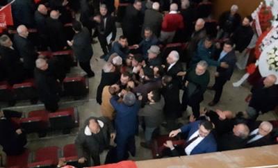 CHP'nin Kırşehir Kongresi'nde Kavga Çıktı! Partililer Yumruk Yumruğa Birbirine Girdi