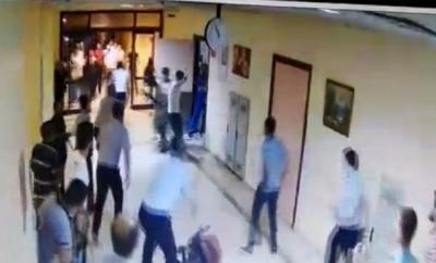 Diyarbakır'da Hasta Yakınları Acil Servisi Savaş Alanına Çevirdi, Polis Havaya Ateş Açmak Zorunda Kaldı