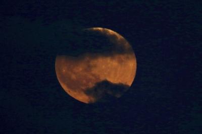 Dünya Kanlı Ay Tutulmasına Kitlendi! İşte Kanlı Ay Tutulmasından Muhteşem Kareler