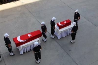 En Acı Tören! Türkiye'nin Yüreği Yandı, Şehit Olan Asker Eşi ve Bebeği Yan Yana Türk Bayrağına Sarılı Tabutlarıyla!