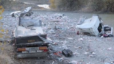 Erzincan'da Korkunç Dakikalar! Freni Boşalan TIR Şarampole Uçtu: 3 Yaralı
