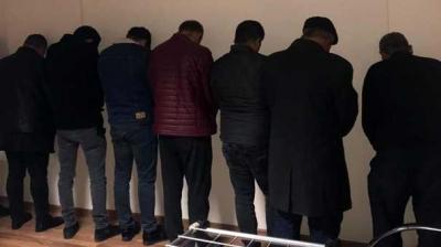 Evden Gelen Sesleri Duyan Polis İçeriye Girdi! 4 Kadın, 13 Erkek...