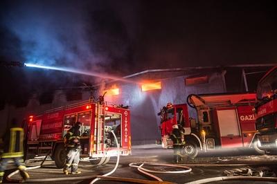 Gaziantep'te Tekstil Fabrikasında Yangın Çıktı! Çok Sayıda İtfaiye Yangına Müdahale Ediyor