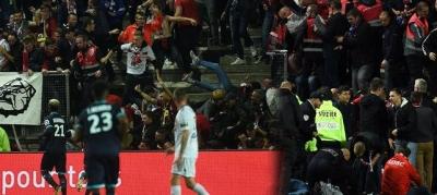 Gol Sevinci Faciayla Bitti! Tribün Çöktü, Taraftarlar Bariyerlerin Altında Kaldı