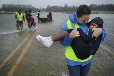 Günler Önce Alarm Verilmişti! ABD Florence Kasırgasına Teslim Oldu, Ölüm Haberleri Gelmeye Başladı