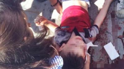 İstanbul Esenyurt'ta Çocuğunun Kafasını Demir Bariyerlere Vuran Cani Baba Vatandaşlar Tarafından Linç Edilmek İstendi