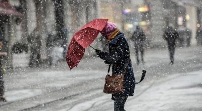 İstanbul'da Beklenen Kar Yağmaya Başladı! Yerler Beyaza Bürünmeye Başladı