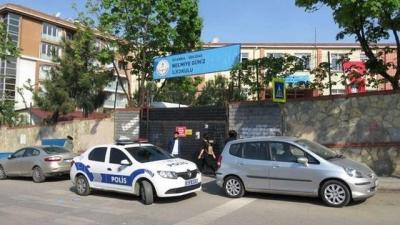 İstanbul'da Okul Bahçesinde Veliler, Çocukların Gözü Önünde Birbirine Girdi, Bıçaklar Çekildi