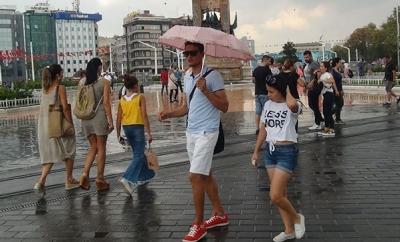 İstanbul'da Yağış Birden Bire Başladı, Vatandaşlar Hazırlıksız Yakalandı