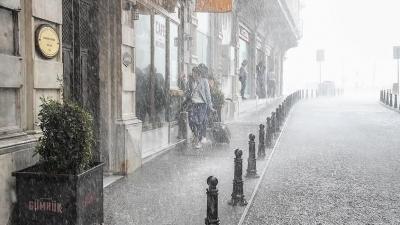 """İstanbullular İçin Korkutan Uyarı! """"Yağmur 20 Saat Kesintisiz Yağacak, Eve Erken Gidin"""""""