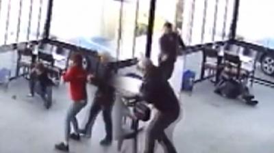 İzmir'de Kafede Tacizci Dehşeti! Dışarıya Attılar, Geri Döndüğünde…