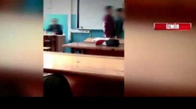 İzmir'de Skandal Görüntüler! Öğretmen Sınıfta 2 Öğrenciyi Kavga Ettirdi