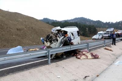 Kahramanmaraş'ta Cinayet Gibi Kaza! Minibüs, Kamyona Çarptı: Çok Sayıda Ölü ve Yaralı Var