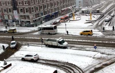 Kar Yağışı Hayatı Felç Etti! 75 Köy Yolu Kapandı