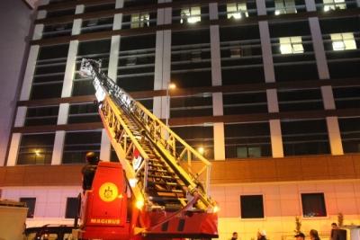 Kocaeli Devlet Hastanesi'nde Yangın! Olay Yerine Çok Sayıda İtfaiye Ekibi Sevk Edildi