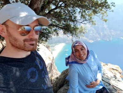 Kocasına Poz Veriyordu, 300 Metreden Aşağı Düştü! 7 Aylık Hamile Kadın ve Bebeğinin Cesedi Farklı Yerlerde Bulundu
