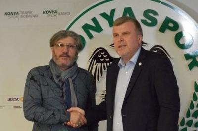 Konyaspor Mustafa Reşit Akçay'la Anlaştı
