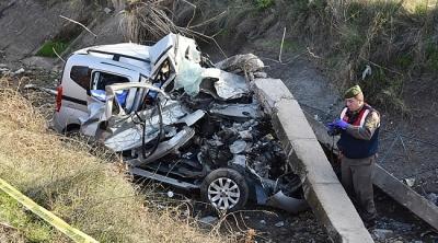 Manisa'da 16 Yaşındaki Gencin Kullandığı Otomobil Sulama Kanalına Uçtu! 2 Ölü
