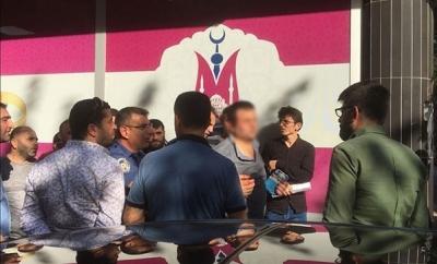 Manisa'da Kadının Arkasından Görüntülerini Çeken Şahsı Vatandaşlar Linç Etmek İstedi