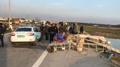Mersin'de İşçileri Taşıyan Minibüs Devrildi! 10 Yaralı