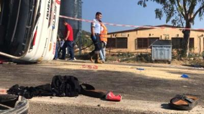 Mersin'de Tarım İşçilerini Taşıyan Otobüs Devrildi, Ölü ve Yaralılar Var