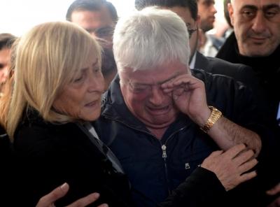 Mina Başaran'ın Cenazesinde Annesi ve Babası Güçlükle Ayakta Durdu! Baba Hüseyin Başaran'ın Gözyaşları Sel Oldu